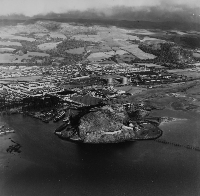 Dumbarton, general view, showing Dumbarton Rock and Glasgow Road.  Oblique aerial photograph taken facing east.  This image has been produced from a print.