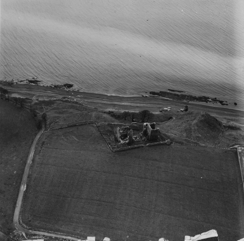 Macduff's Castle, East Wemyss.  Oblique aerial photograph taken facing south-east.  This image has been produced from a print.