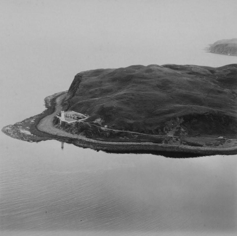 Island Davaar and Davaar Lighthouse.  Oblique aerial photograph taken facing south-east.  This image has been produced from a print.
