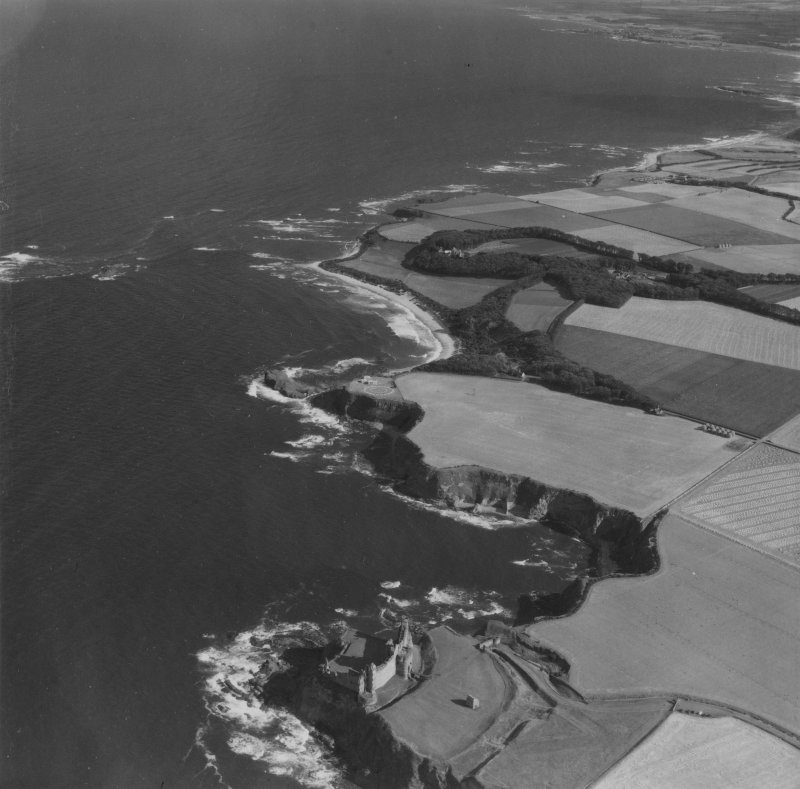 Tantallon Castle and Auldhame, general view.  Oblique aerial photograph taken facing south-east.  This image has been produced from a print.