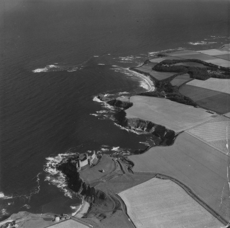 Tantallon Castle and Auldhame, general view.  Oblique aerial photograph taken facing east.  This image has been produced from a damaged print.