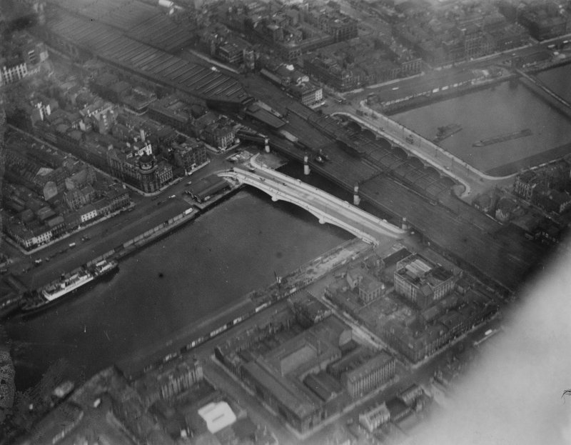 Central Station and George the Fifth and Glasgow Bridges, Glasgow.  Oblique aerial photograph taken facing north-east.  This image has been produced from a print.
