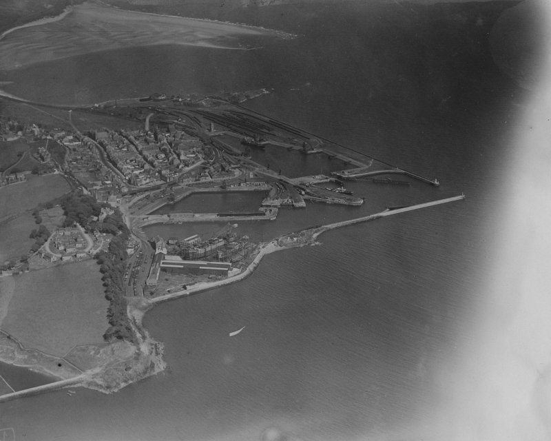 Burntisland Harbour.  Oblique aerial photograph taken facing east.  This image has been produced from a print.