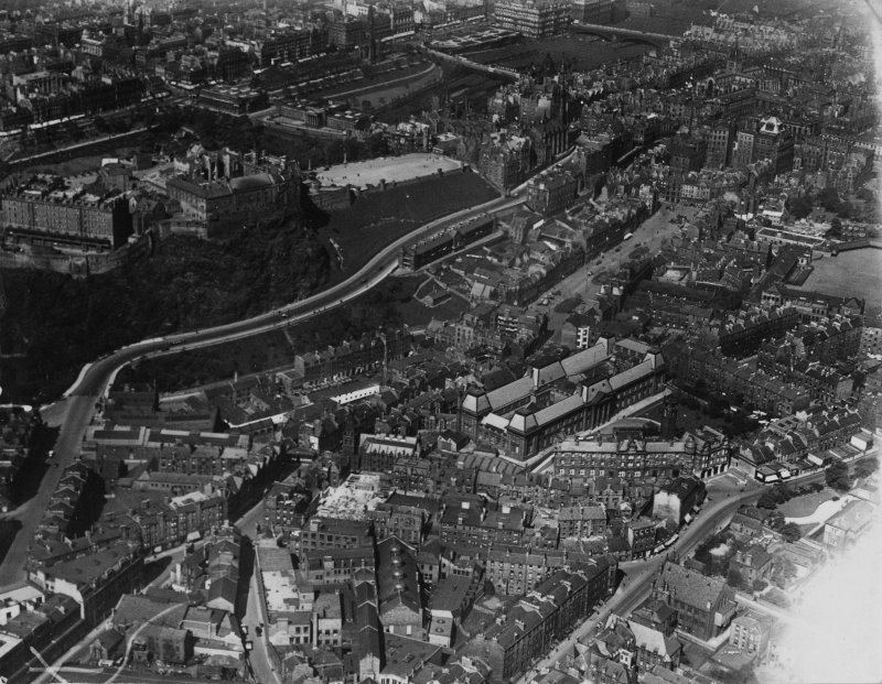 Edinburgh, general view, showing Edinburgh Castle and Edinburgh College of Art, Lauriston Place.  Oblique aerial photograph taken facing north-east.  This image has been produced from a print.