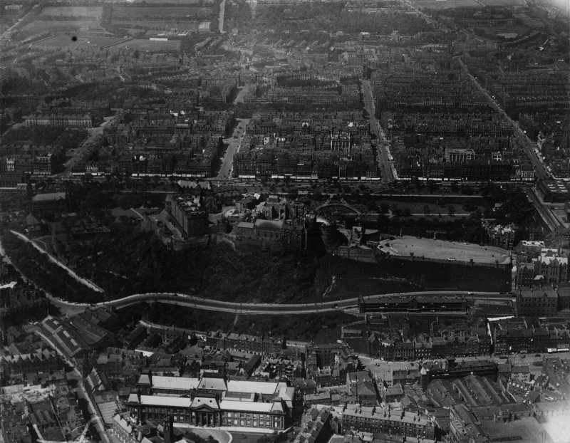 Edinburgh, general view, showing Edinburgh Castle and Queen Street Gardens.  Oblique aerial photograph taken facing north.  This image has been produced from a print.