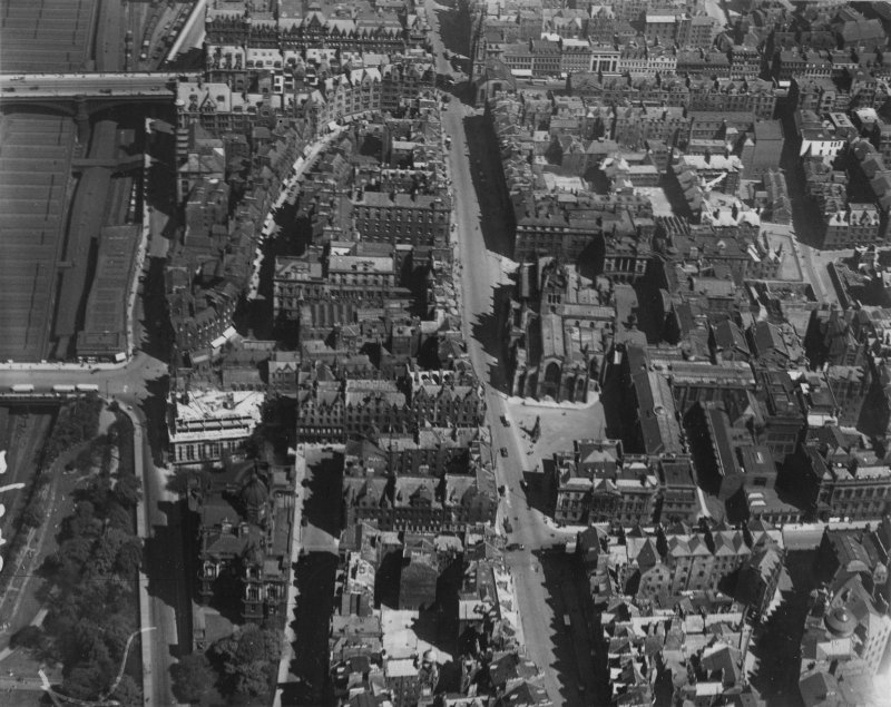 St Giles Cathedral, High Street and Cockburn Street, Edinburgh.  Oblique aerial photograph taken facing east.  This image has been produced from a print.