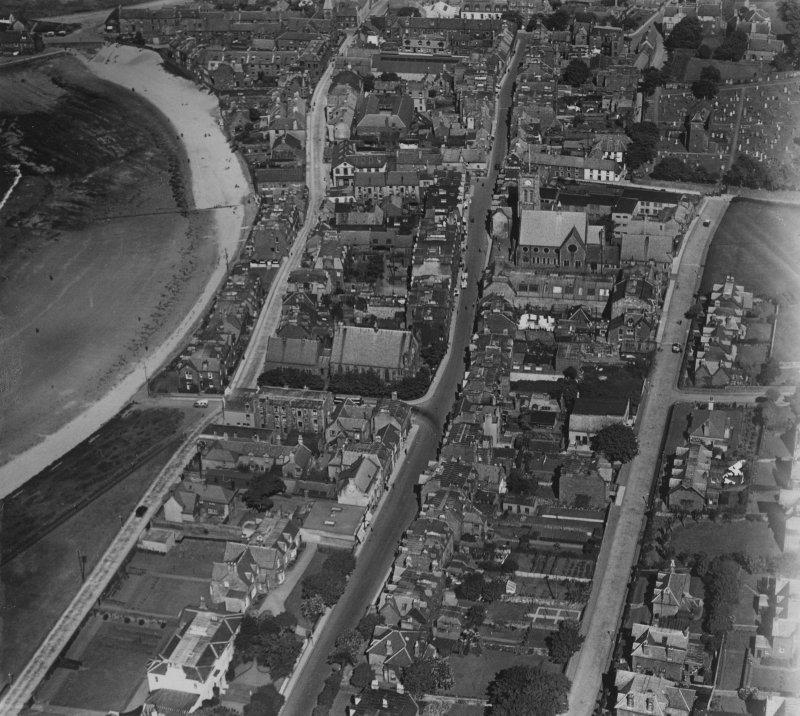 North Berwick, general view, showing Forth Street and St Andrew's Parish Church, High Street.  Oblique aerial photograph taken facing east.  This image has been produced from a print.