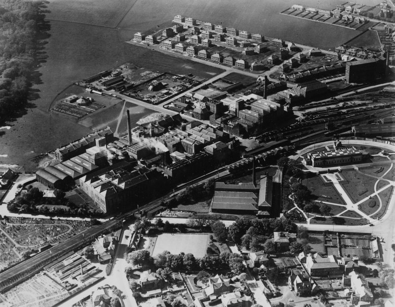 Kirkcaldy, general view, showing Barry, Ostlere and Shepherd Caledonia Linoleum Works, Station Road and Kirkcaldy Museum and Art Gallery.  Oblique aerial photograph taken facing north-west.  This image has been produced from a print.