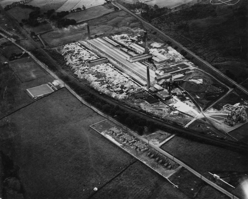 John G Stein and Co. Ltd. Castlecary Brickworks.  Oblique aerial photograph taken facing east.  This image has been produced from a print.