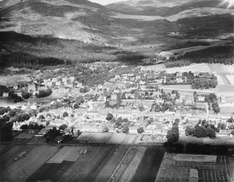 Kingussie, general view.  Oblique aerial photograph taken facing north.  This image has been produced from a print.