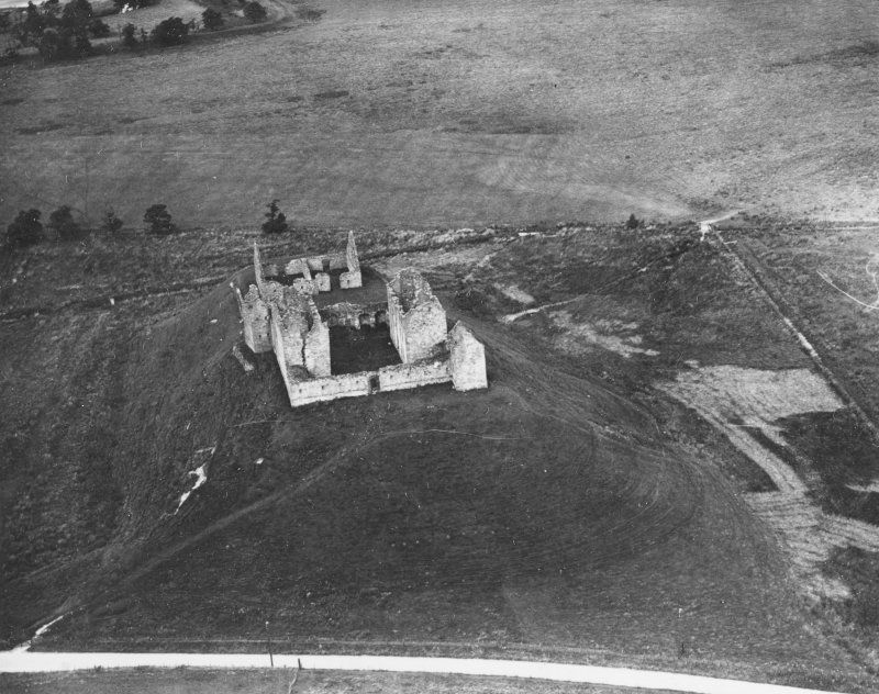 Ruthven Barracks, Kingussie.  Oblique aerial photograph taken facing north-west.  This image has been produced from a print.