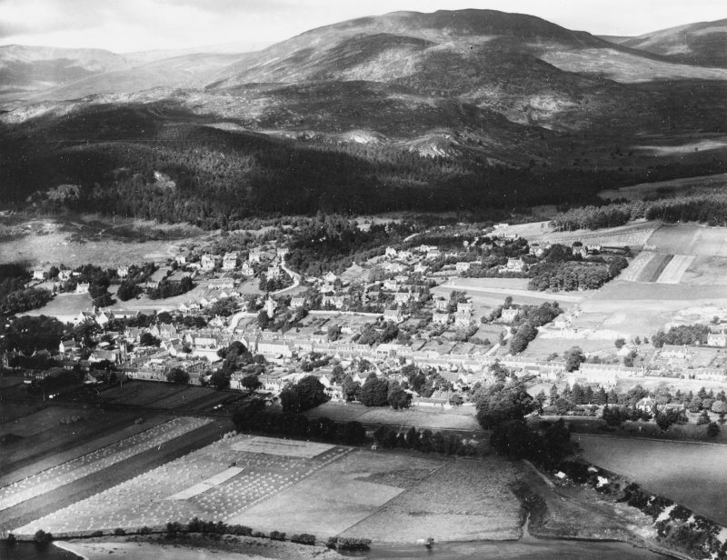 Kingussie and Creag Bheag.  Oblique aerial photograph taken facing north-west.  This image has been produced from a print.