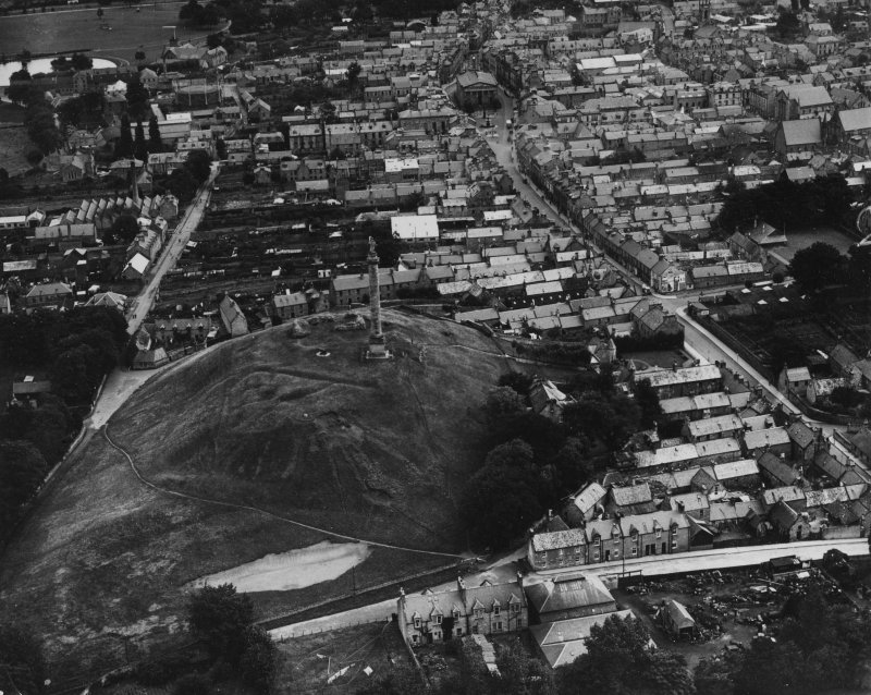 Elgin, general view, showing Lady Hill and High Street.  Oblique aerial photograph taken facing east.  This image has been produced from a print.