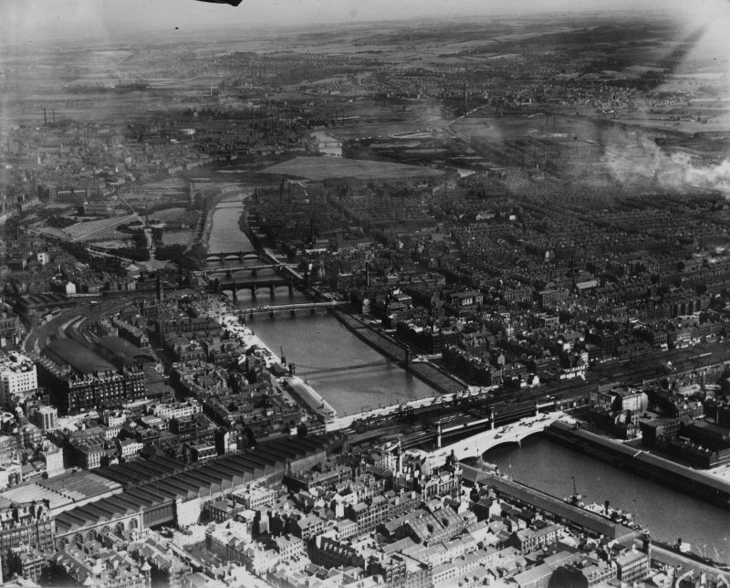 Glasgow, general view, showing George the Fifth Bridge and Glasgow Green.  Oblique aerial photograph taken facing south-east.  This image has been produced from a print.