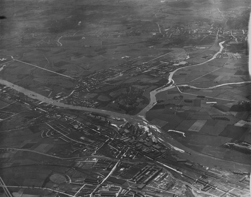 Clydebank and Renfrew, general view.  Oblique aerial photograph taken facing south.  This image has been produced from a print.