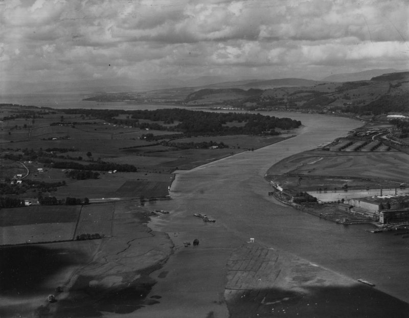 River Clyde, Erskine.  Oblique aerial photograph taken facing north-west.  This image has been produced from a print.