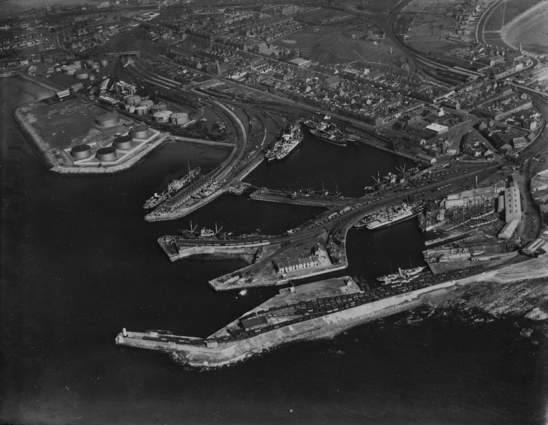 Ardrossan, general view, showing Ardrossan Harbour and Castle Hill.  Oblique aerial photograph taken facing east.  This image has been produced from a print.