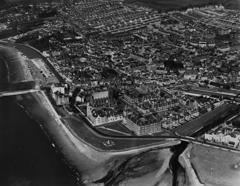 Largs, general view, showing Clark Memorial Church, Bath Street and Boyd Street.  Oblique aerial photograph taken facing north-east.  This image has been produced from a print.