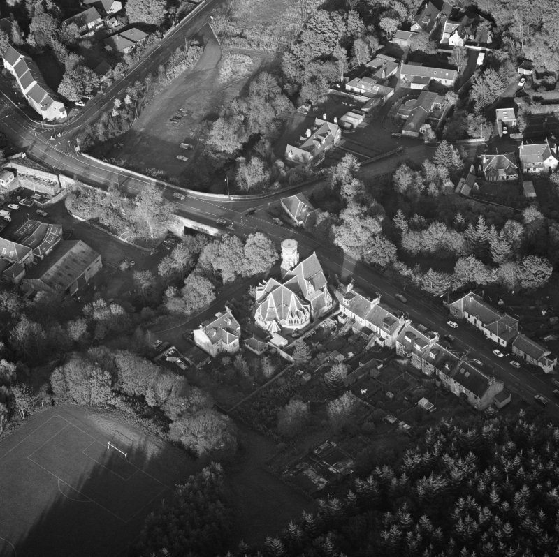 Oblique aerial view of Penicuik, Peebles Road, Penicuik Free Church centred on church with an adjacent road bridge, taken from the W.