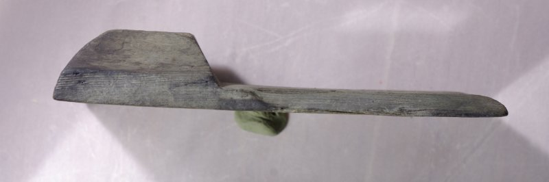 Wooden horizon-vane from a Davis backstaff, side view (HXD 387). Scale in centimetres.