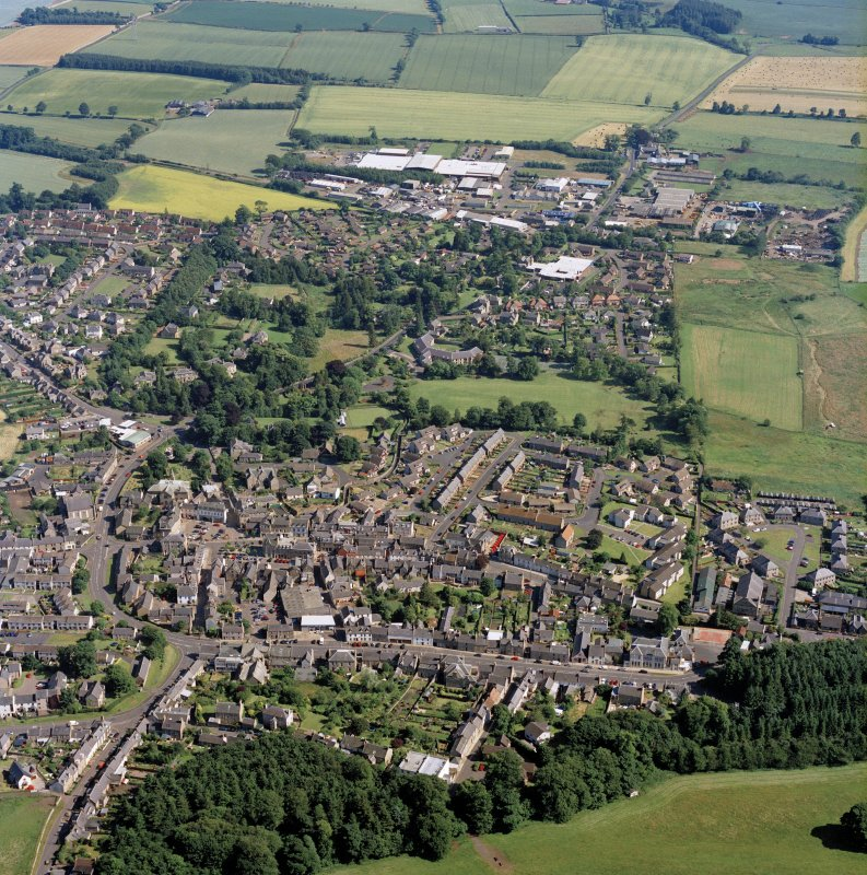 Oblique aerial view centred on the town, taken from the North West.