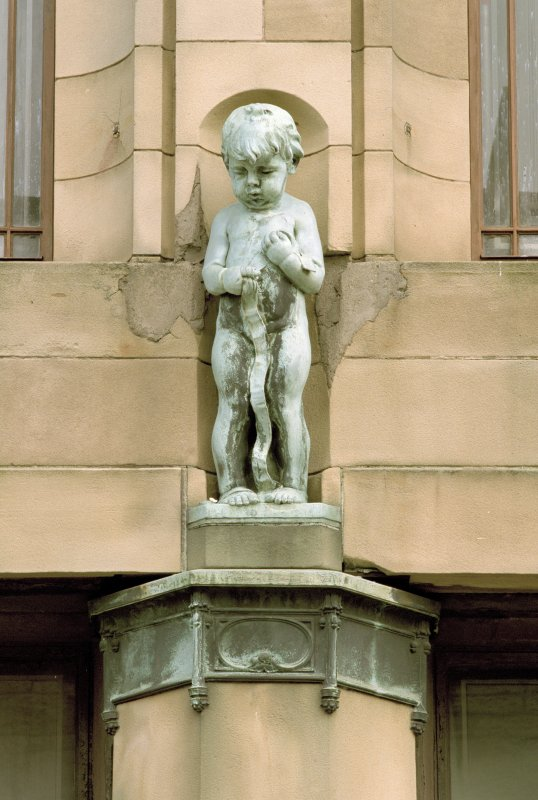 SW side. Decorative cherub. Detail