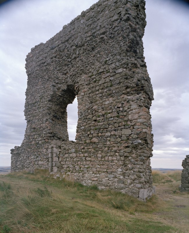 Dunnideer Castle: view of external face of W wall.