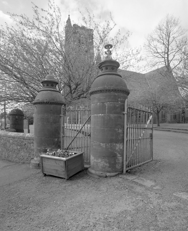 Detail of gates and gatepiers.