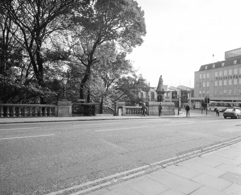 General view from NW, looking across Union Terrace towards the stairs leading to the toilets, and to Union Terrace Garderns