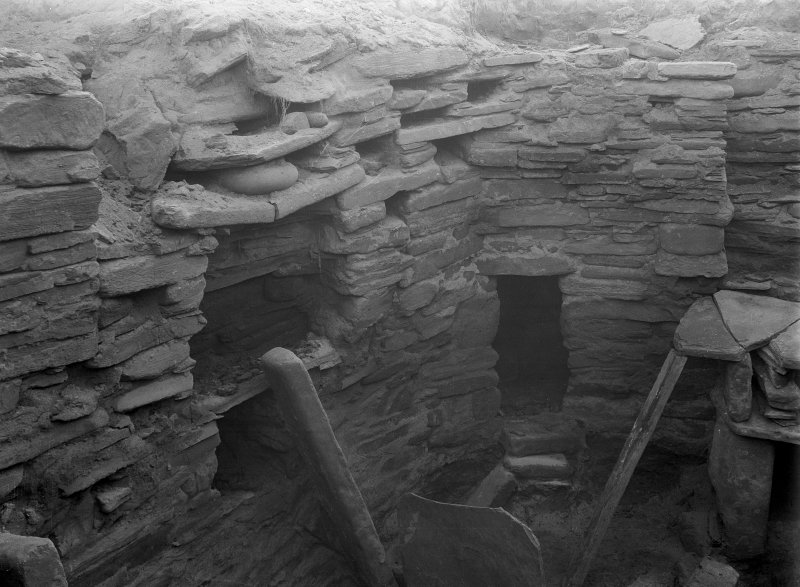 Excavation Photograph: House 7, S corner.