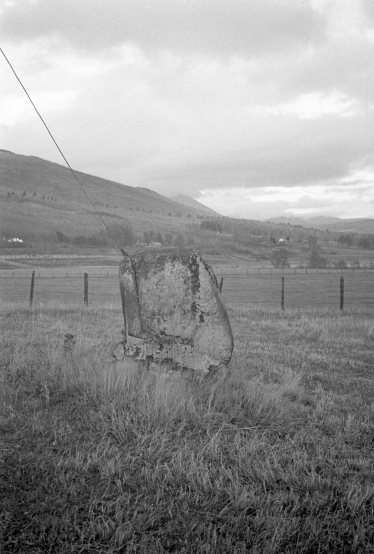 Clach na h-Iobairt Standing Stone; view from the NW.