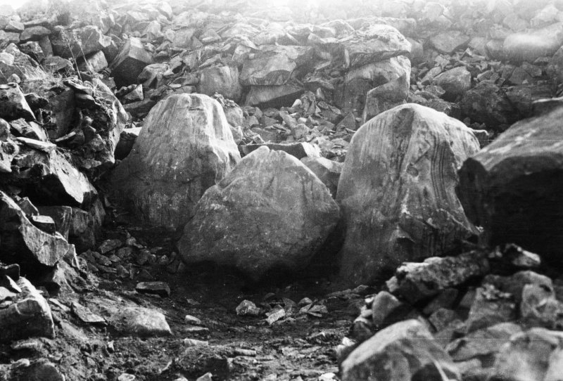 Possible kerbstones, Fleuchlarg chambered cairn