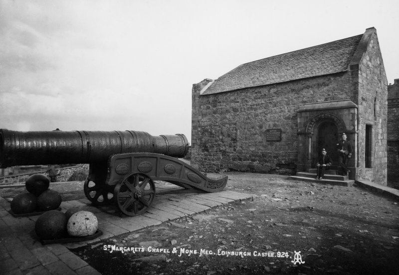 General view of Mons Meg and St Margaret's Chapel