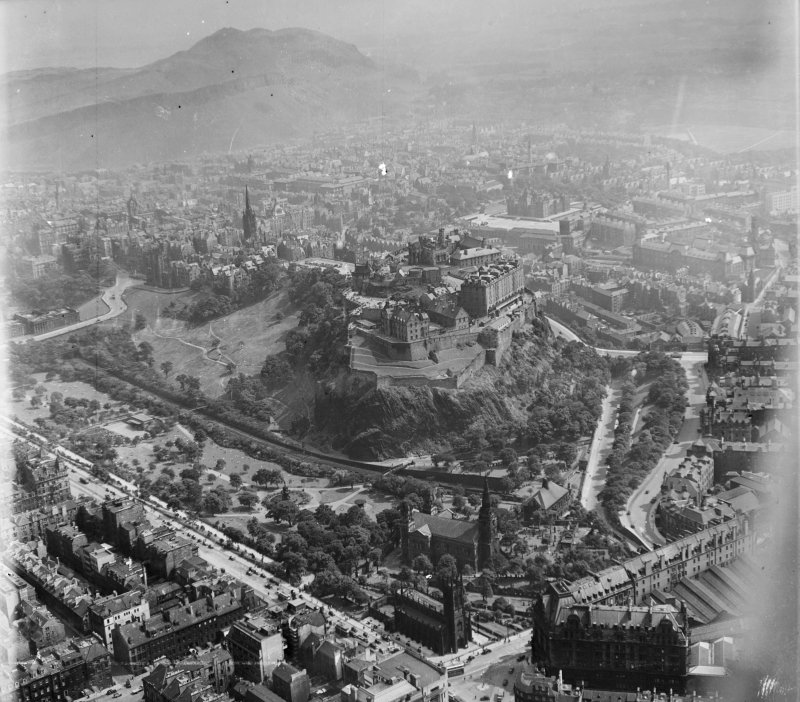 General View Edinburgh, Midlothian, Scotland. Oblique aerial photograph taken facing South/East.