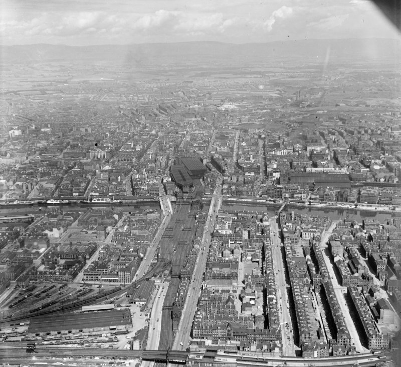 From South of river, looking North Glasgow, Lanarkshire, Scotland. Oblique aerial photograph taken facing North.