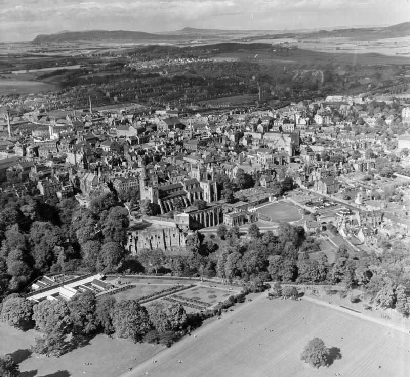 General View Dunfermline, Fife, Scotland. Oblique aerial photograph taken facing North/East.