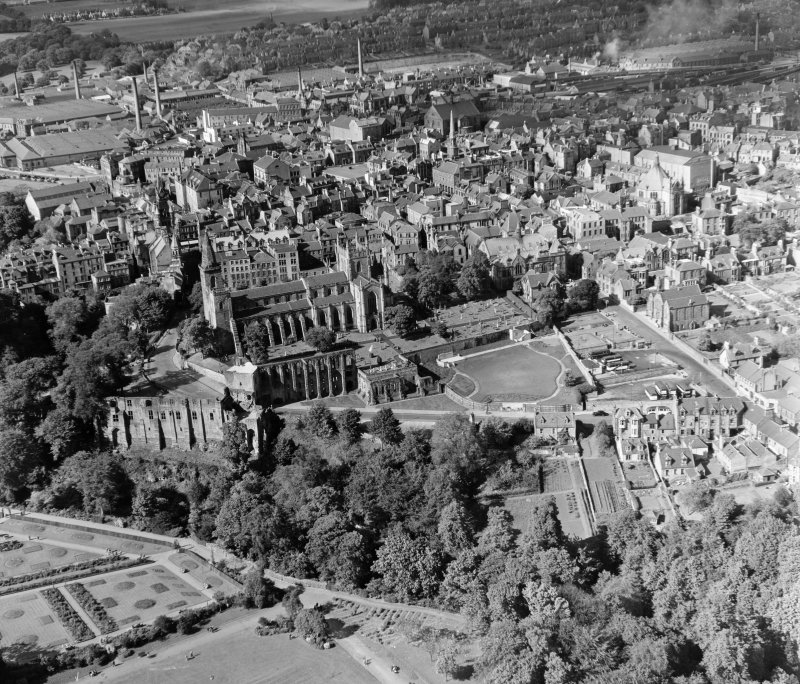 General View Dunfermline, Fife, Scotland. Oblique aerial photograph taken facing North.