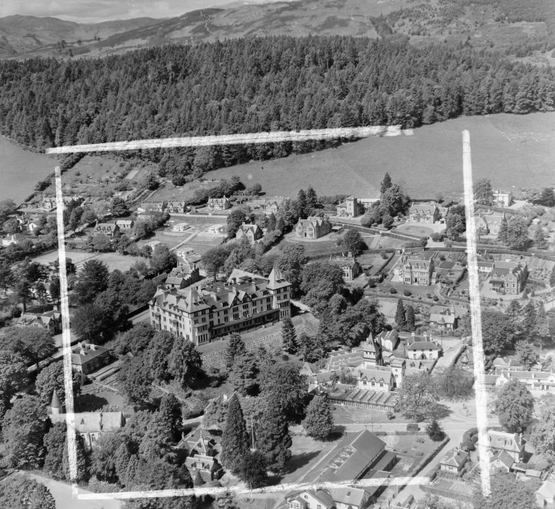 Highland Hotel, Transit Families Camp (CO May Stewart) Fodderty, Ross And Cromarty, Scotland. Oblique aerial photograph taken facing North/West. This image was marked by AeroPictorial Ltd for photo editing. Note also the Pump Room for the Strathpeffer Spa in the middle foreground. These buildings have been demolished.