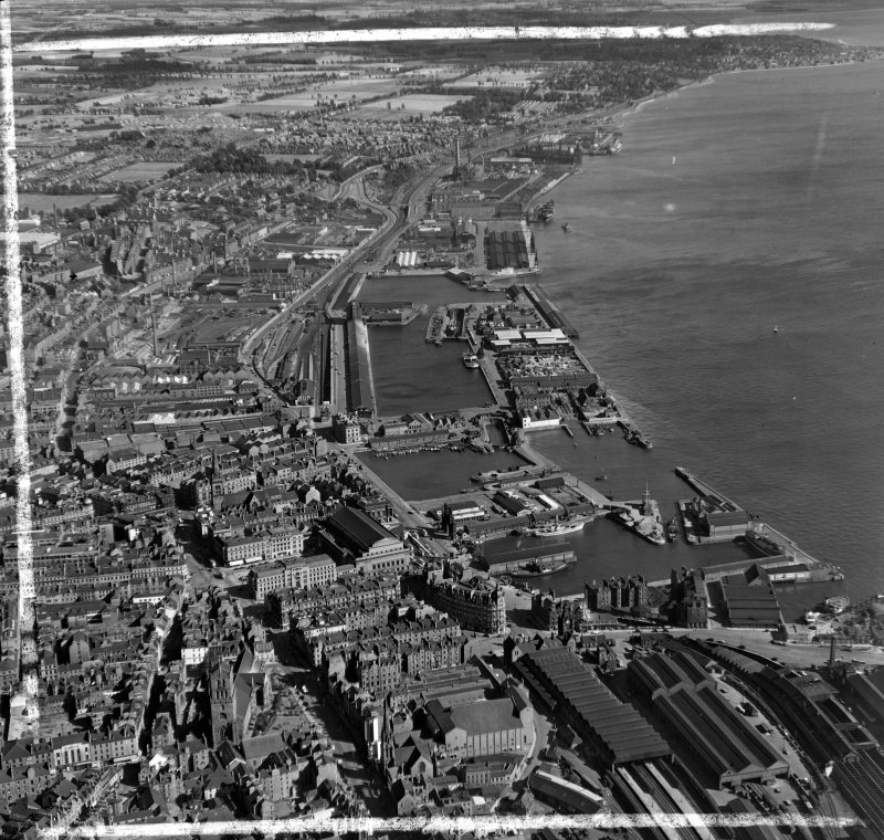 General View Dundee, Angus, Scotland. Oblique aerial photograph taken facing North/East. This image was marked by AeroPictorial Ltd for photo editing.