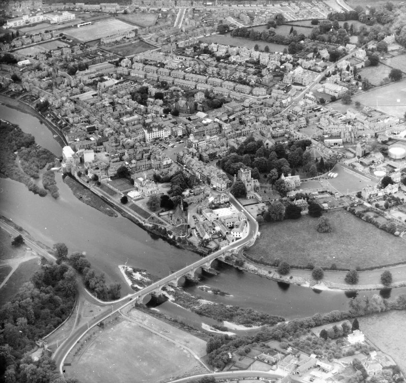 General View Kelso, Roxburghshire, Scotland. Oblique aerial photograph taken facing North/West.