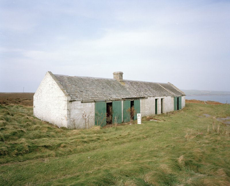 View from E of disused bothy, situated to the N of the inner lighthouse compound.  In 2000, there were plans to convert the bothy into a local heritage and wildlife centre.  Prior to this development, it was estimated that the site receives 40,000 visitors a year.