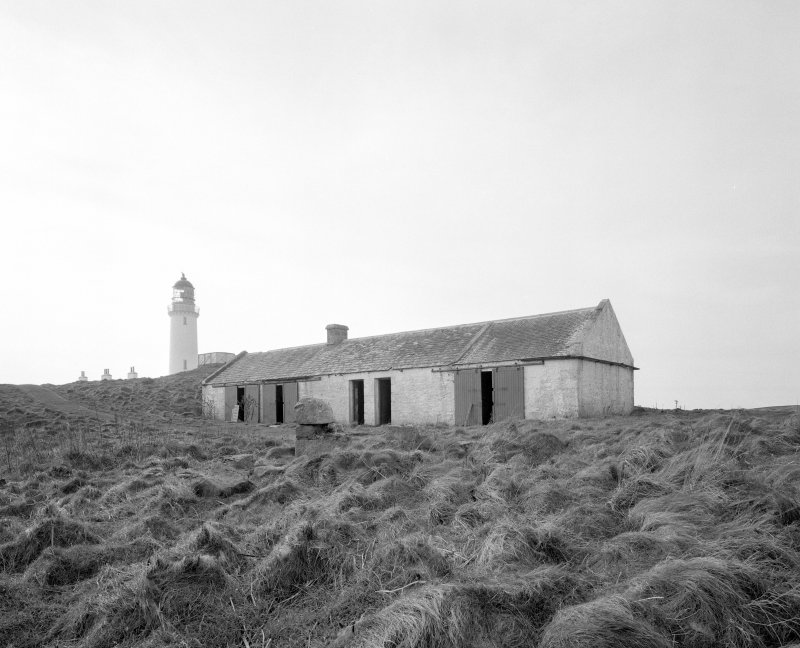 View from NEE of disused bothy, situated to the N of the inner lighthouse compound, the tower being visible in the background.  In 2000, there were plans to convert the bothy into a local heritage and wildlife centre.