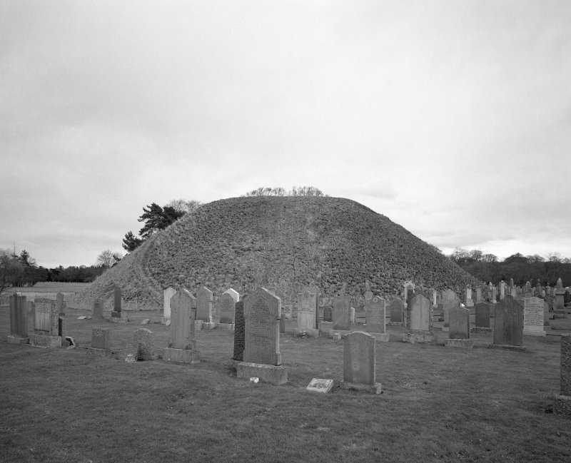 Bass of Inverurie: view of motte from W.