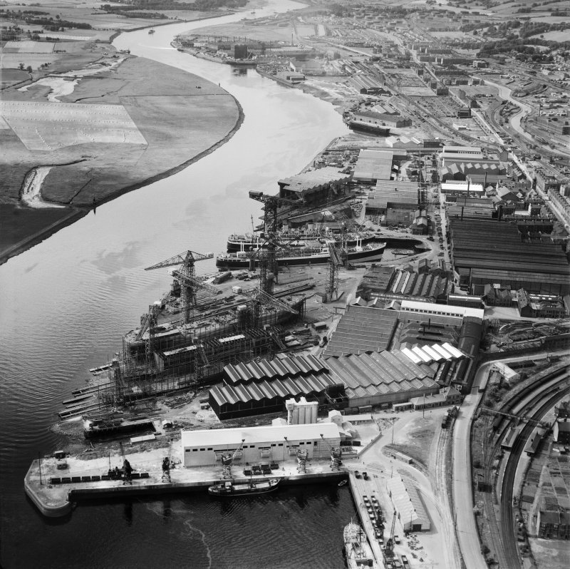 John Brown and Co, Shipyard, Clydebank, Old Kilpatrick, Dunbartonshire, Scotland, 1949. Oblique aerial photograph taken facing north-west.
