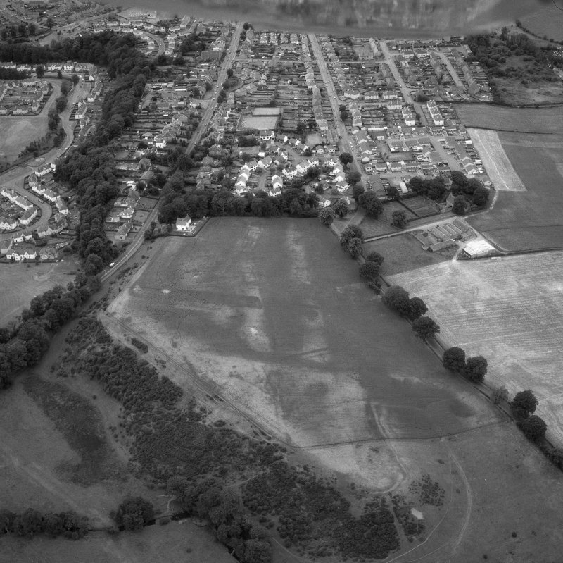 Oblique aerial view showing Mumrills Roman fort