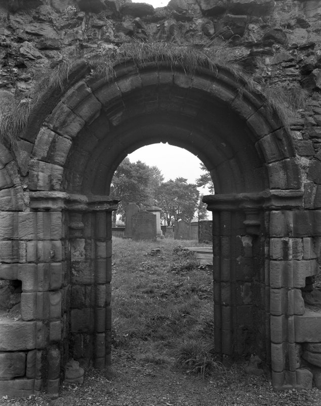 General view of chapter house doorway.