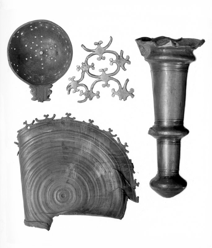 Fragments of a large basin with inscribed brim (No.19)