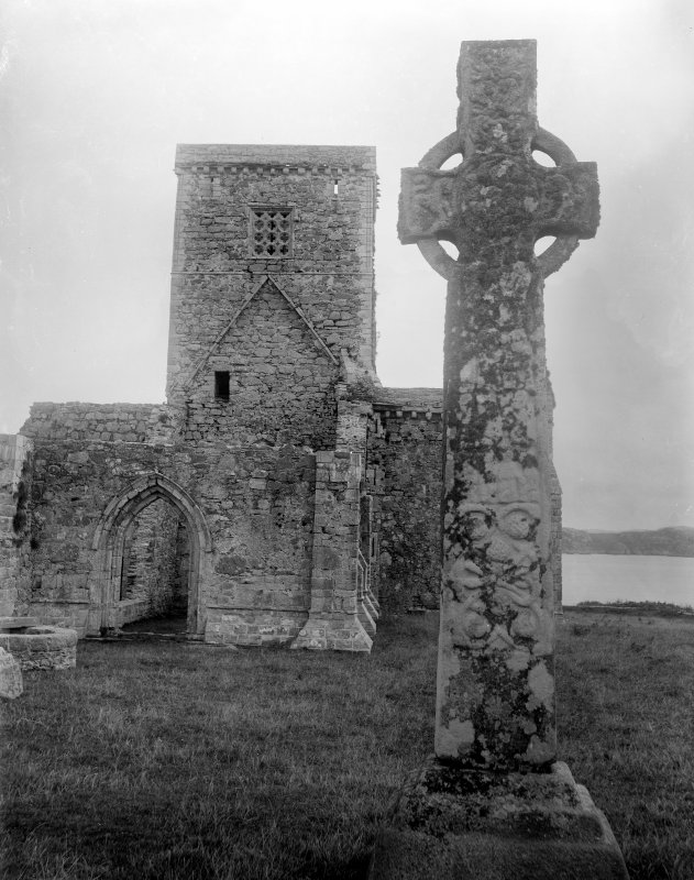 View of Iona Abbey and St. Martin's Cross.