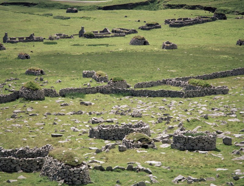 St Kilda, Village Bay. General view of the west end of the village (Houses 14-16) from above the head dyke, with cleit 61 in the foreground (left).