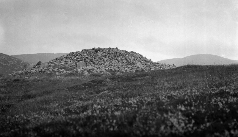 General view of Reineval chambered cairn.